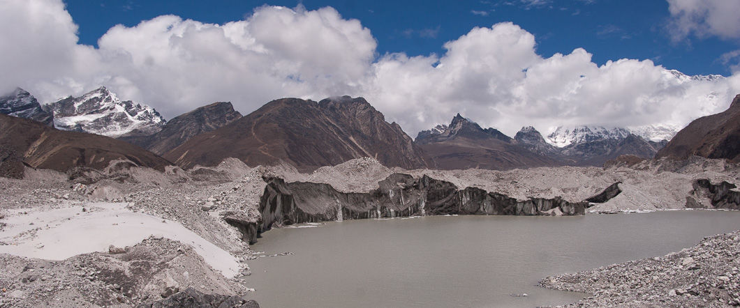 Glacier between dragnag and gokyo